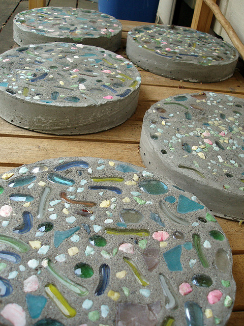Ceramic Stones Made : How to create easy stepping stones for the garden weed